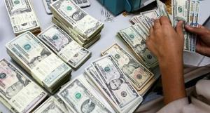 أسعار الدولار تشهد انخفاضا طفيفا مقابل الدينار العراقي
