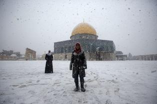 """عاصفة """"ألكسا"""" تجتاح الشرق الأوسط ..  وتساقط الثلوج في ضواحي القاهرة"""