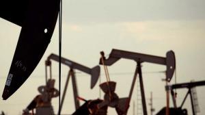 """توقع إنهاء الإعفاءات الأمريكية على نفط إيران ..  أسعار النفط """"تقفز"""" مجدداً"""