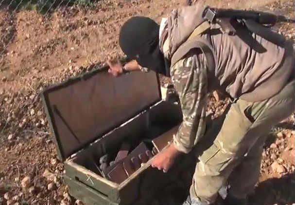 """الجيش الايراني: أميركا تلقي أسلحة بالطائرات لعناصر """"داعش"""" المحاصرين في جلولاء"""