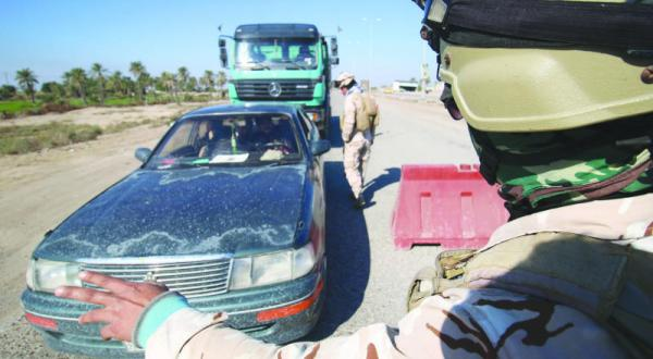 القوات الامنية توقف منتسبين لتسببهما باصابة امرأة في نقطة تفتيش شمال البصرة