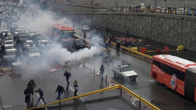 المظاهرات تجتاح مدنا إيرانية كبرى ..  والأمن يقمعها بالرصاص