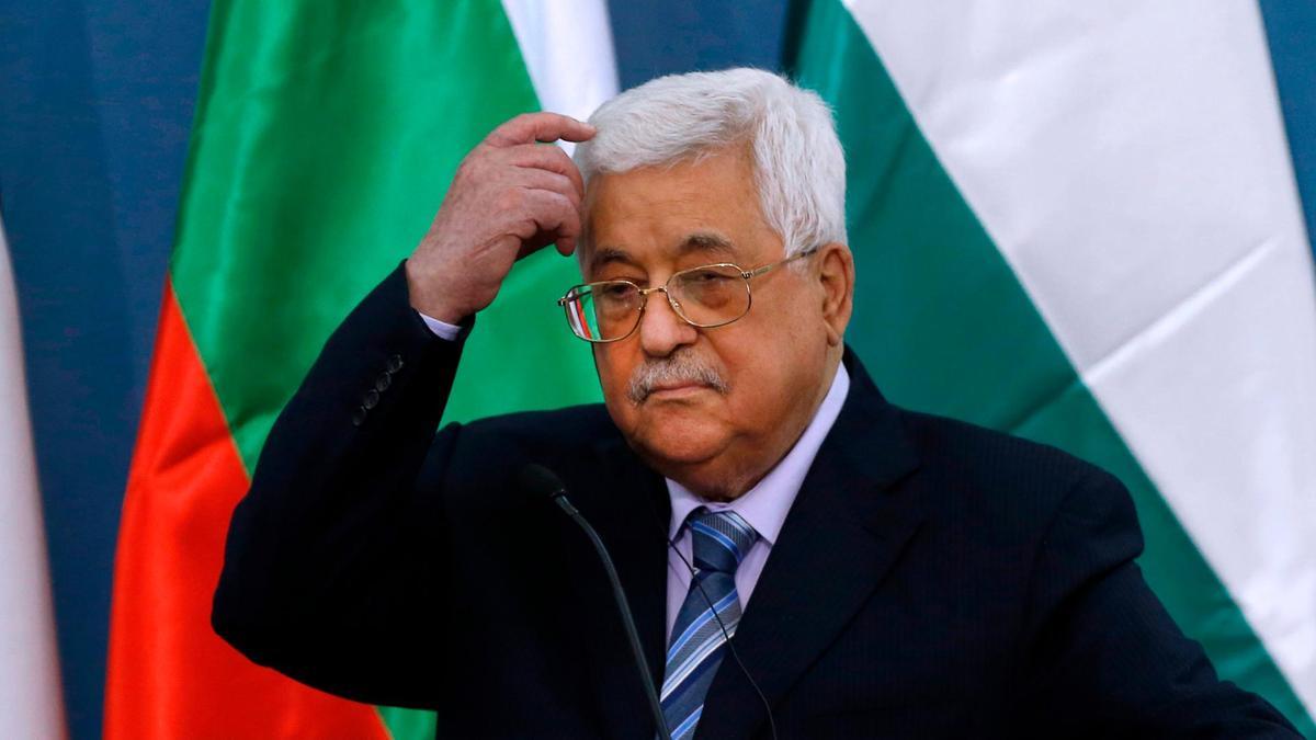 الرئيس الفلسطيني يقيل قيادات فتحاوية من الصف الأول.. لماذا؟