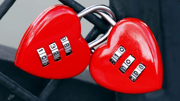 """شاب """"يفجر"""" قنبلة قرب منزل حبيبته احتفالا بـ""""عيد الحب"""""""