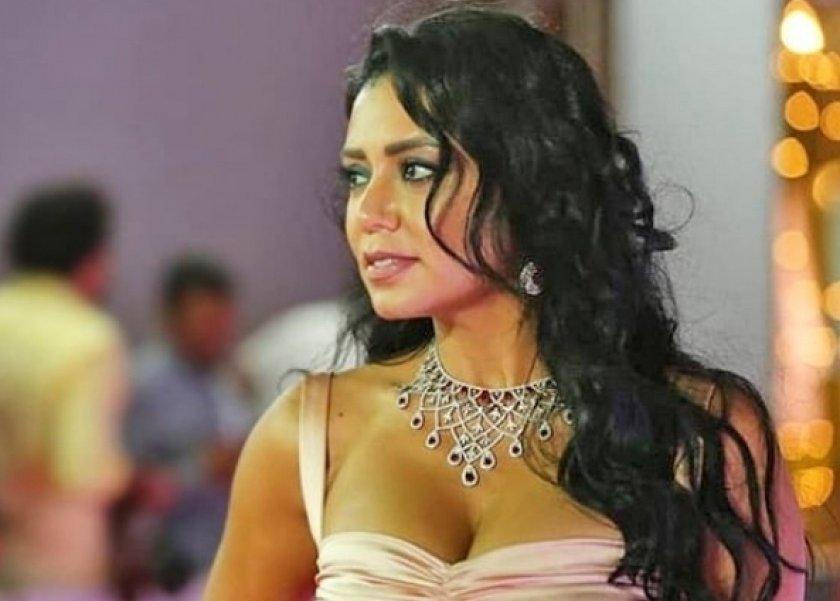 (بالصور)  رانيا يوسف بنفس إطلالة هيفاء وهبي وجيجي حديد ؟؟؟!!