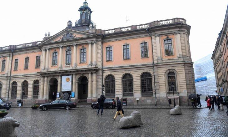 3 علماء يفوزون بجائزة نوبل في الفيزياء لعام 2020