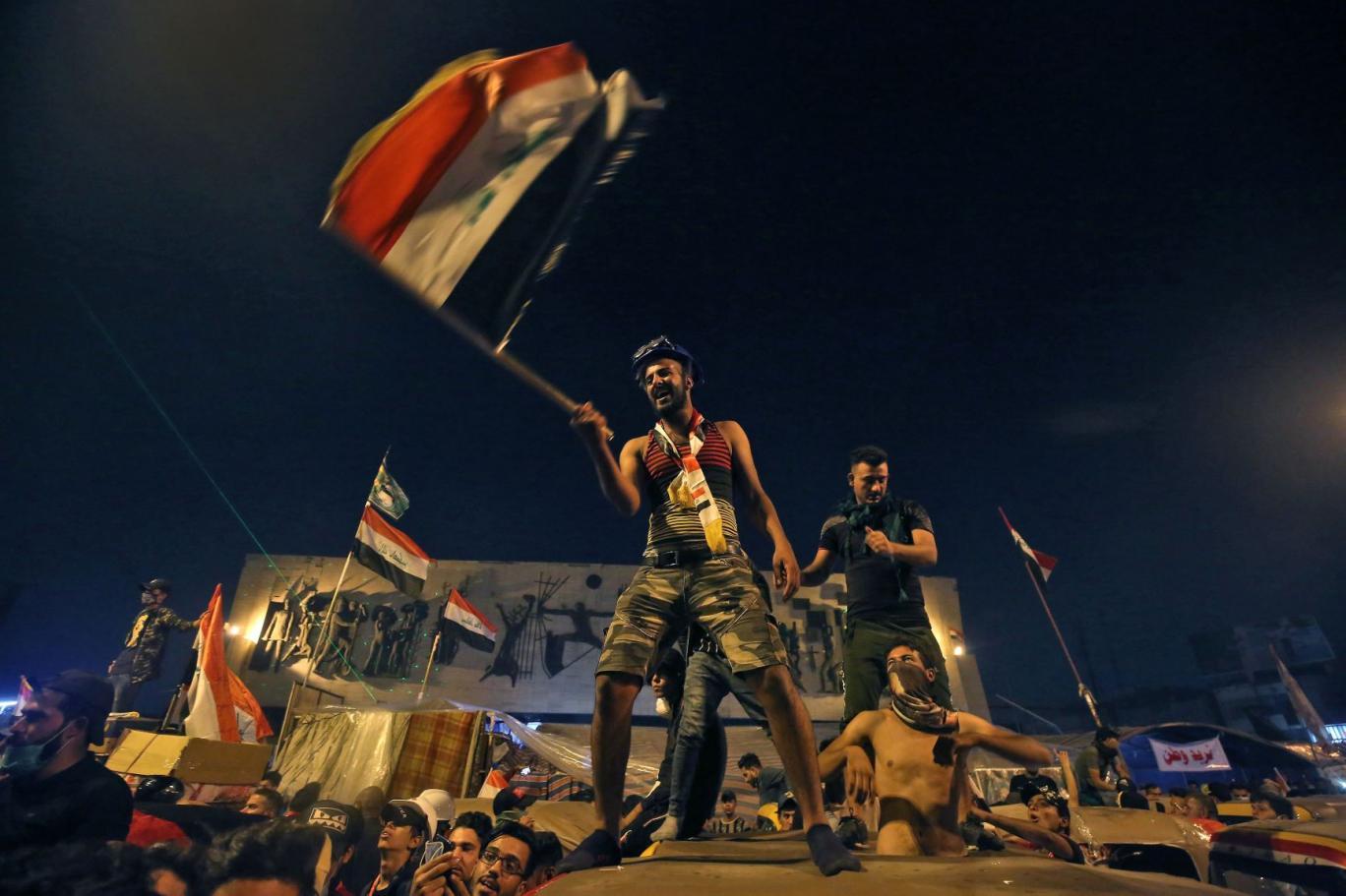 كاتب: رؤوس الحشد المدعومين من إيران هددوا المتظاهرين بالويل والثبور