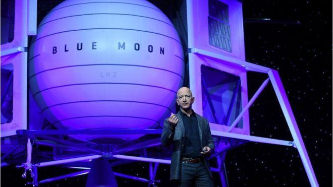 جيف بيزوس يكشف النقاب عن مركبة فضائية لنقل البشر والمعدات إلى القمر