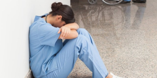 اعتقال شخصين قاما بالاعتداء على طبيبة والتهجم على منتسب في مستشفى النعمان