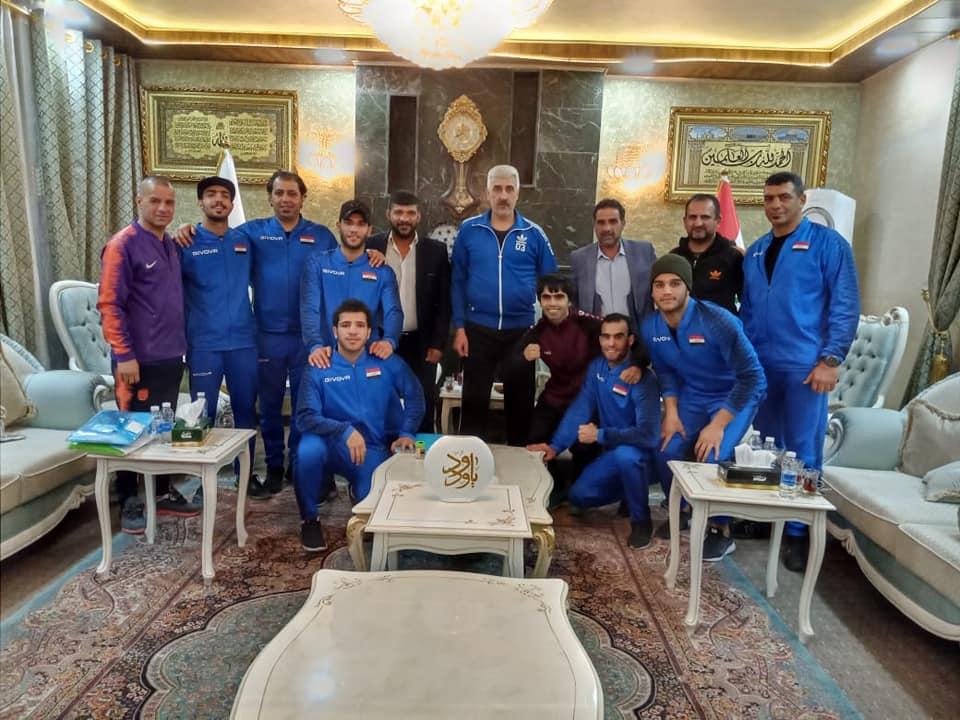 وزير الشباب والرياضة يحفز منتخب الملاكمة قبل مشاركته في بطولة آسيا