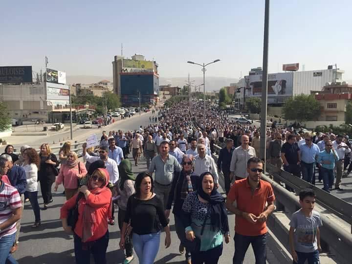 """"""" بالصور"""" أعمال شغب وقطع طرق ورمي الشرطة بالحجارة في تظاهرة للأكراد والسبب ؟؟"""
