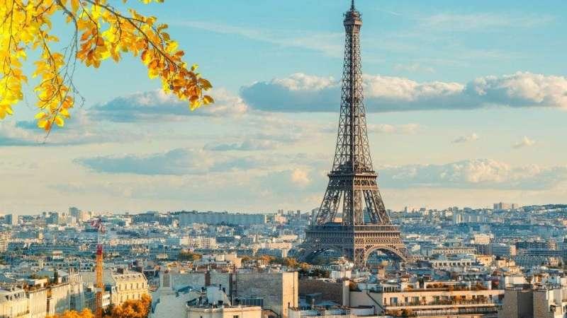 مقاتلة فرنسية تخرق جدار الصوت وتثير فزع المواطنين في باريس