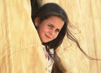 طفلة تبحث عن أمل لعراق بلا دماء