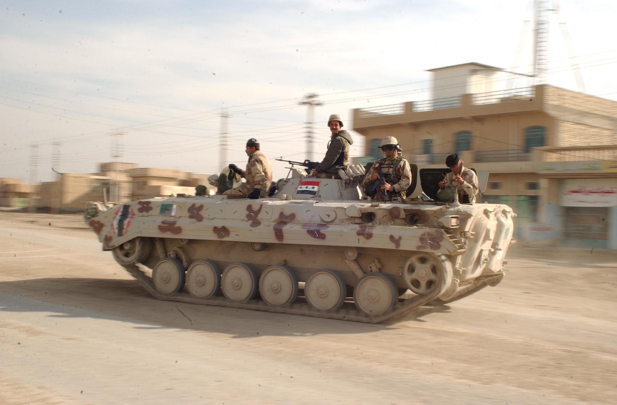"""الجيش العراقي يعود لـ""""اسلحة صدام"""" في المعركة"""