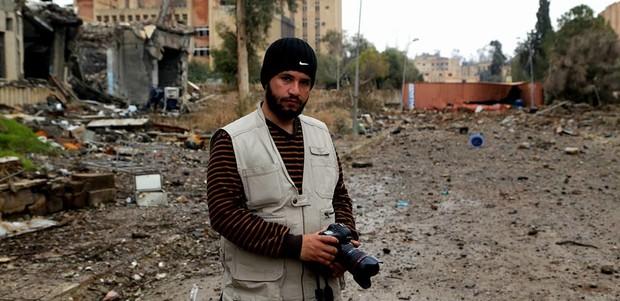 """كيف تحول صحفي من الموصل إلى طيار أسير لدى """"داعش""""؟"""