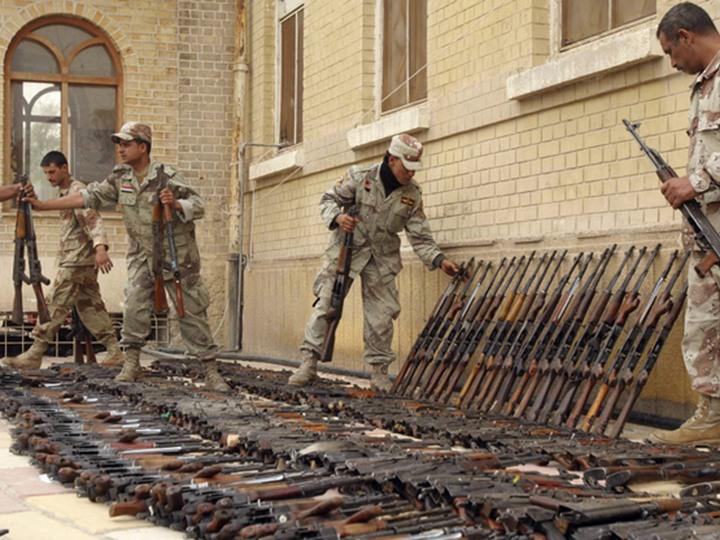 القوات الأمنية تقيم معرضا عسكريا  لغنائم تحرير ناحية القيارة في قاعدة سبايكر الجوية