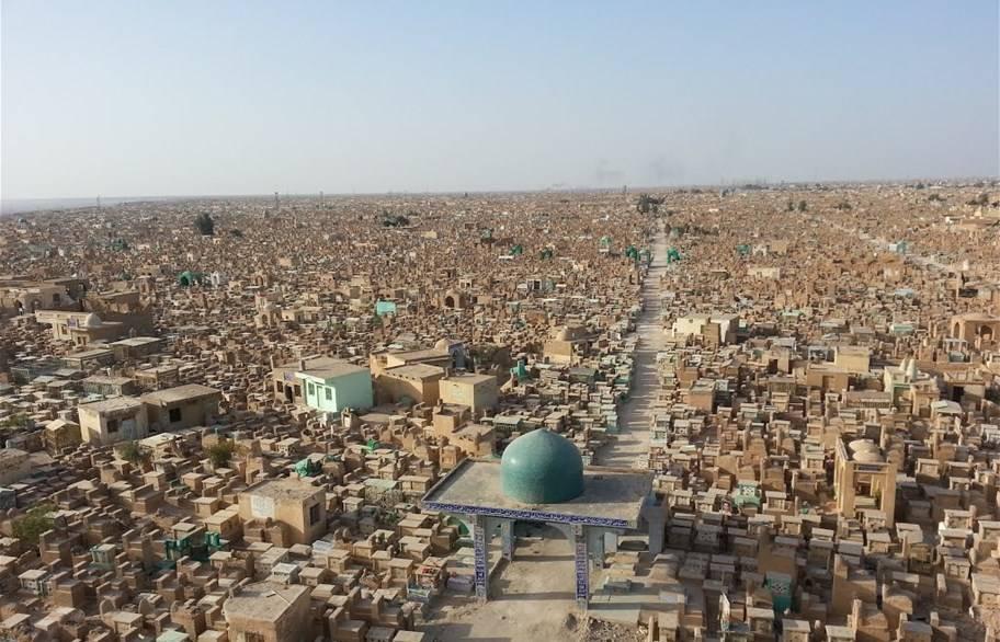 الكشف عن جريمة قتل غامضة حدثت في سرداب داخل مقبرة وادي السلام بالنجف
