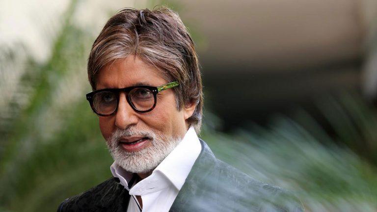 نقل النجم الهندي أميتاب باتشان إلى المستشفى