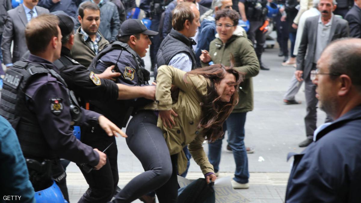 تظاهرات لمئات الأتراك احتجاجا على قرار حبس برلماني من الحزب الجمهوري