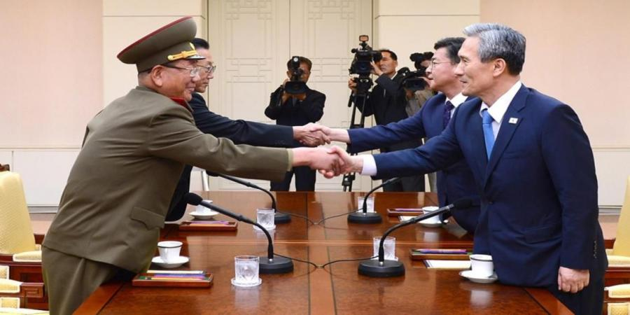 """اتفاق على توقيت المصافحة وخط عبور """"الزعيم"""" بين الكوريتين"""