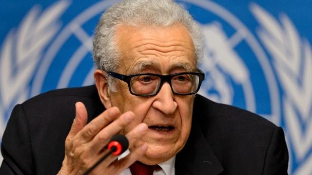 """الإبراهيمي يعقد لقاءات منفصلة مع الوفدين السوريين الى مؤتمر """"جنيف-2"""""""
