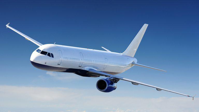 """طائرة ركاب تفقد غطاء محركها في الجو وهكذا انتهت """"المأساة"""""""