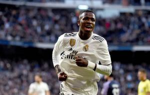 مهاجم ريال مدريد يُقارن نفسه بنجم مانشستر سيتي