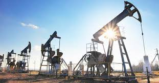 ارتفاع اسعار النفط وسط توقعات بانخفاض المخزونات الأمريكية