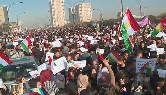 لعدم ذكر العبادي لدور البيشمركة في خطابه  ..  طلاب الجامعات يتظاهرون في أربيل