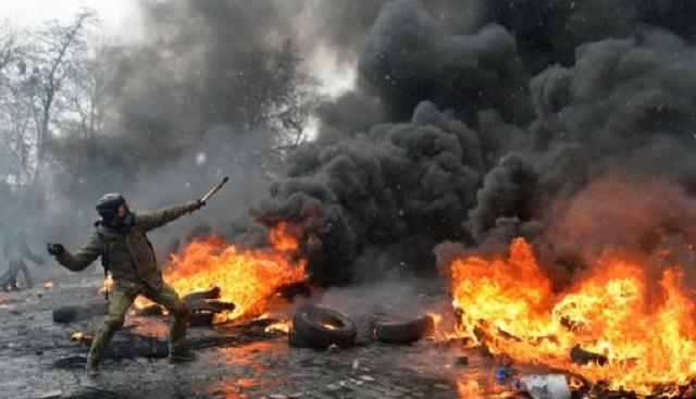 موسكو تؤكد قدرة كييف على تجاوز الأزمة بنفسها ..  والآلاف يحتجون أمام السفارة الأمريكية في أوكرانيا