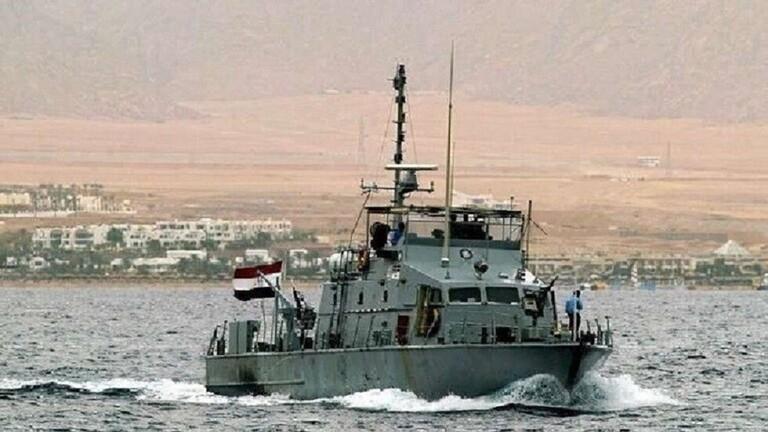 الجيش المصري ينقذ طاقم مروحية سقطت في البحر المتوسط