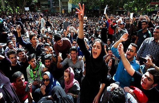دعوات للتظاهر في إيران تغزو مواقع التواصل الاجتماعي