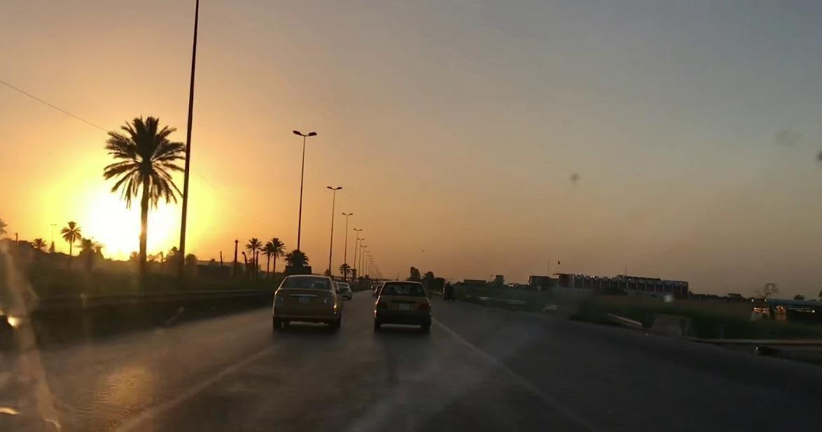 """مواطنون يشكون إهمال أمانة بغداد لطريق """"قشطته في قناة الجيش منذ عام وتركته بتكسراته"""""""