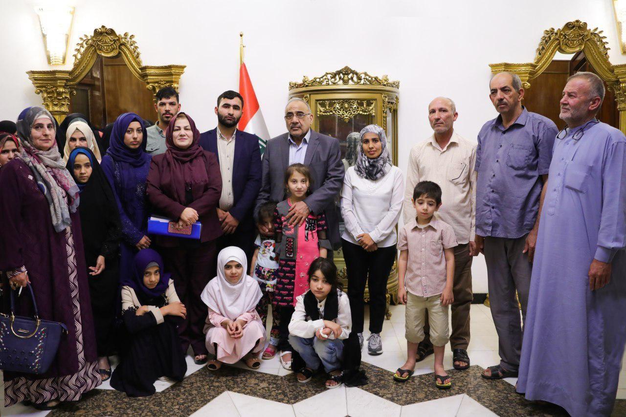عبد المهدي يستقبل عددا من التركمان والشبك الناجين من جرائم داعش