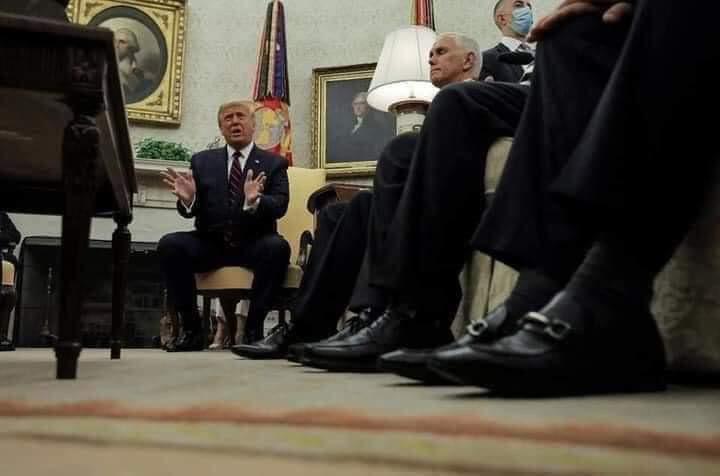 """الاعلام الرقمي: الصورة المتداولة في السوشيال """"ذات الأحذية"""" لمصور رويترز وليست لمصور الكاظمي"""