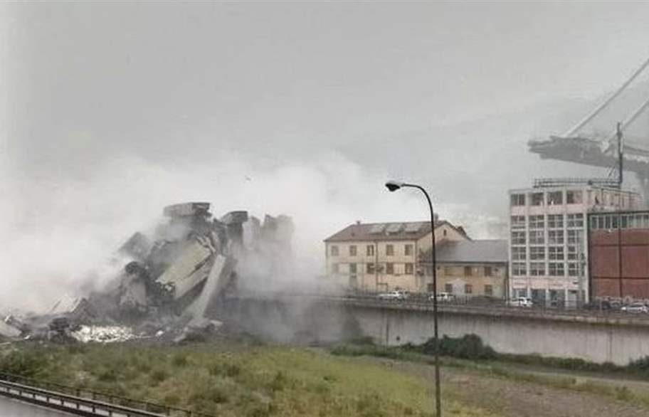 عشرات القتلى بانهيار جسر في جنوى الايطالية