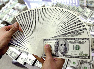 Dollar rises to highest price since 10 years