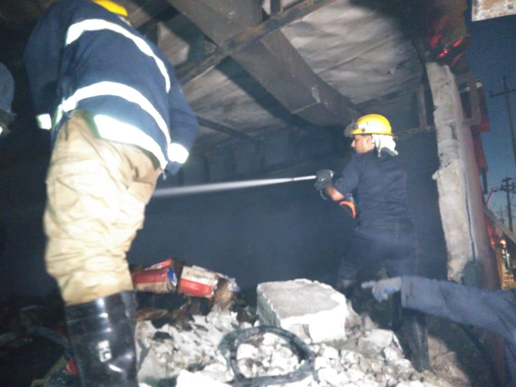 الدفاع المدني يعلن انقاذ 9 مخازن من حريق مستشفى الجمهوري بكركوك