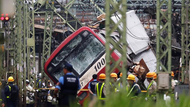 إصابة حوالي 34 شخصا بعد تصادم قطار وشاحنة في اليابان