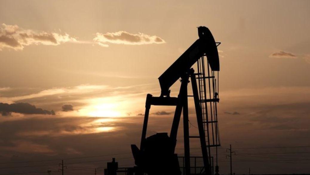 النفط يصعد بدعم من انخفاض المخزونات الأمريكية