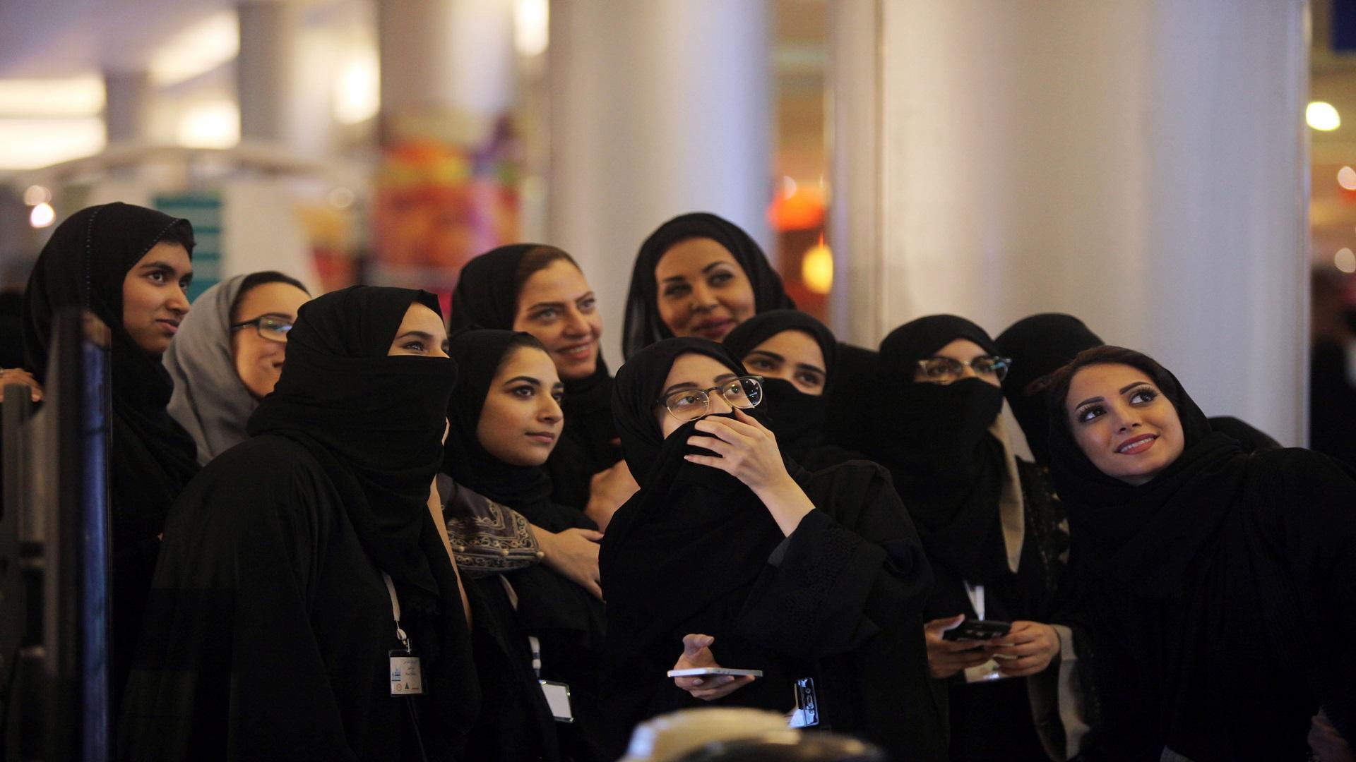 السعودية تسمح للنساء بالحصول على تأشيرة سياحية «بدون محرم»