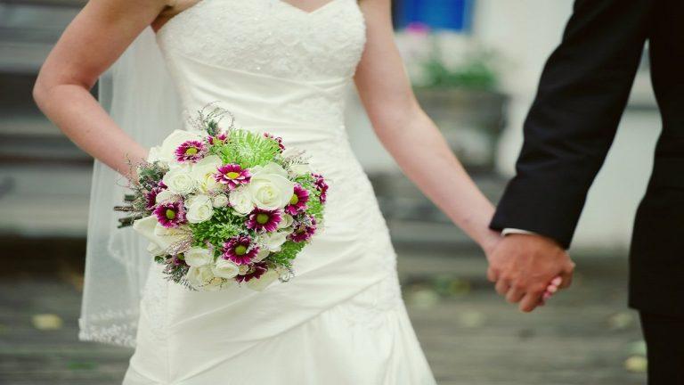 العثور على جثتي عروسين داخل شقتهما بعد ساعات من زفافهما