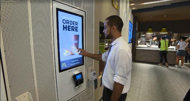 التقنيات تصل الى المطاعم .. فكيف تطلب طعامك عبرها ؟؟