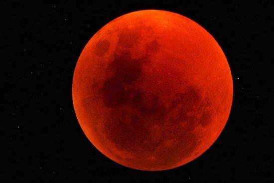 العالم على موعد مع حدوث ظاهرة خسوف ناقص للقمر يوم 11 فبراير 2017