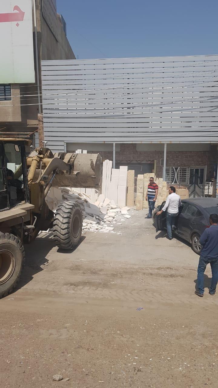 بالصور ..  ازالة عدد من التجاوزات غربي بغداد
