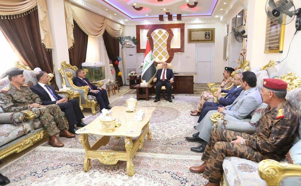العبادي يزور مقر قيادة عمليات صلاح الدين ويلتقي القيادات الامنية في المحافظة
