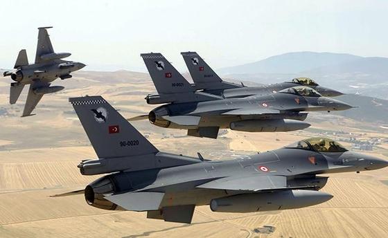 """المقاتلات التركية تغير على مستودعات أسلحة وذخيرة ومخابئ لمنظمة """"بي كا كا"""""""