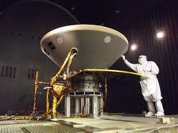 """""""طاقم المريخ"""" يعود بعد 8 أشهر من العزلة"""