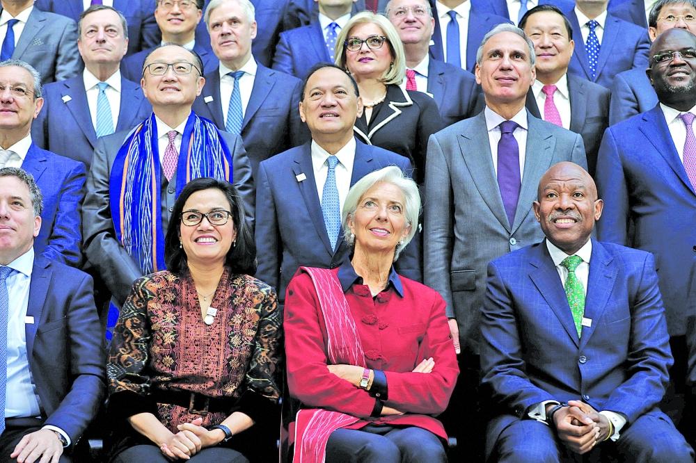 لاغارد: أفق الاقتصاد العالمي أكثر قتامة يوماً تلو الآخر