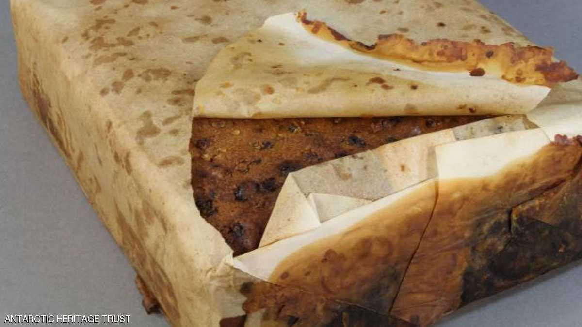 كعكة فواكه عمرها حوالي 100 سنة صالحة للأكل ؟؟ هل تصدقون ؟؟